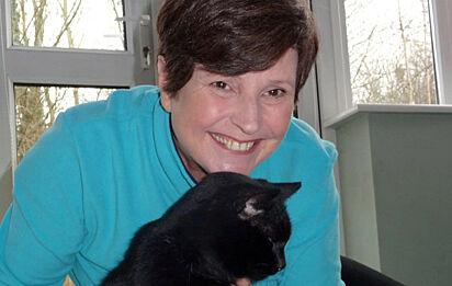 Julie e o gato Dexter.
