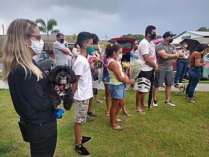 O enterro de Ricca foi acompanhado por moradores, seus pets e a Polícia Militar do Meio Ambiente.