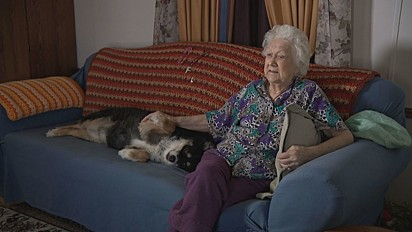 A nova tutora da cadela Lulu, Martha Burton.