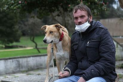 Hoje ele está em uma pensão junto de Kika ajudados por uma ONG.