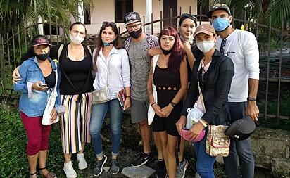 Voluntários que participaram do resgate dos animais.