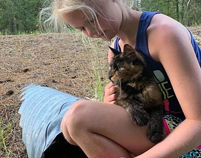 A filha de Jamie Myers avistou a gatinha durante o acampamento da família.