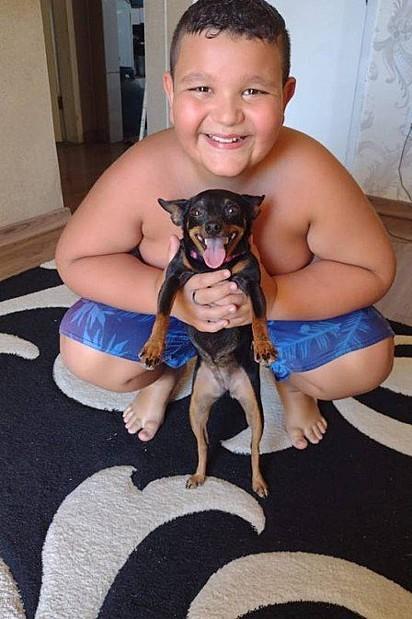 O reencontro do menino com a cachorrinha aconteceu no dia 25 de fevereiro.