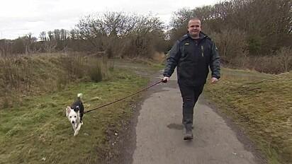 James Cosens caminhava com a sua cachorra Rosie na Reserva Natural Morfa Berwig.