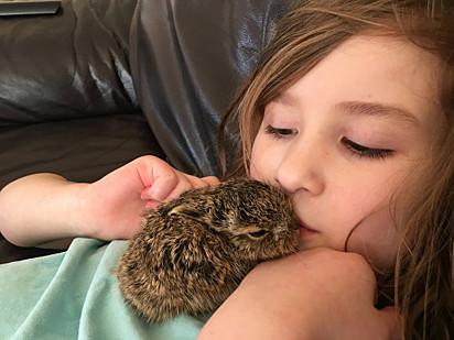 A filha caçula de Natasha sonha em ser veterinária no futuro.