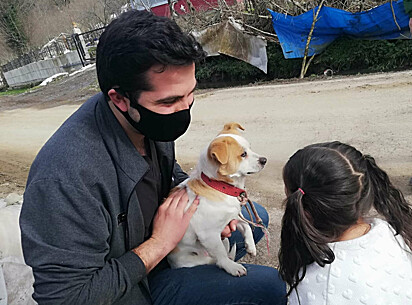 O veterinário comovido com a ação da menininha não cobrou pelo atendimento.