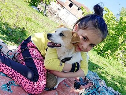 Cemre tem um grande coração e seu cachorrinho continuará recebendo os cuidados veterinários.