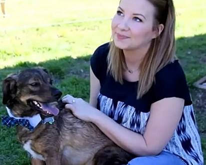 Cori Gemmiti com o seu cachorrinho Frito.