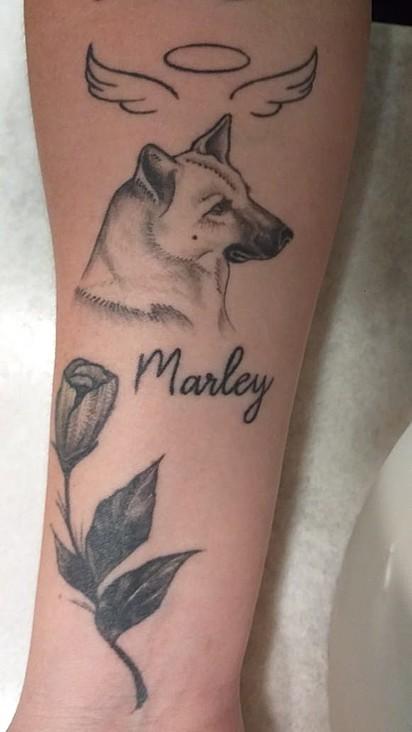 Michellyyi Silva tatuou Marley, seu cachorrinho que virou estrela.