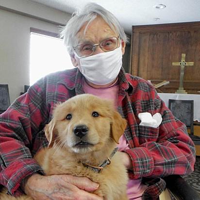 O dia dos residentes tem sido mais feliz graças a presença canina de Gracie.