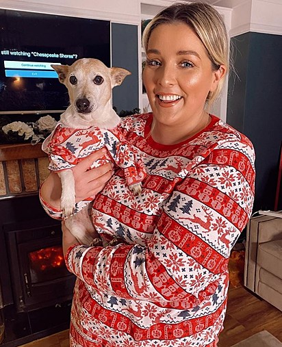 Kelly Fitzsimons com a sua cachorrinha Miss no Natal.