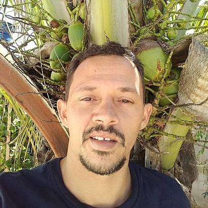 Carlito Silva Souza, de 31 anos, viralizou ao postar vídeos alimentando animais carentes.