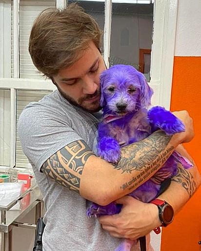 O vereador Felipe Becari com a cadela.
