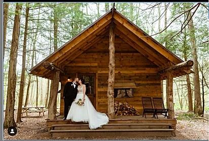 Os noivos Jennie Perry e Jesse Keltz.