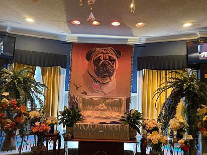 A decoração do funeral do Dexter.