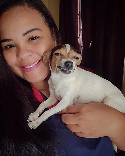 Luana Sanchez com a sua cadelinha Cristal.