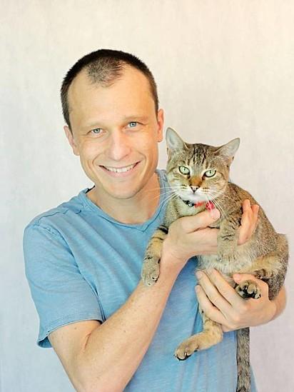 Alexandre Rossi dá dicas de como evitar problemas comportamentais dos gatos.