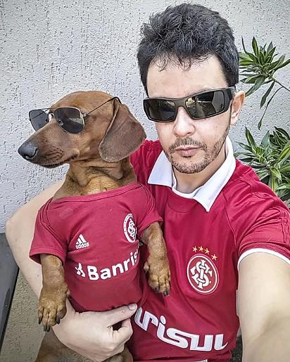 Juliano Rybeiro com o cachorrinho Toddy.