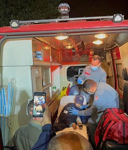 A criança foi resgatada sem ferimentos e acompanhada do cachorrinho.