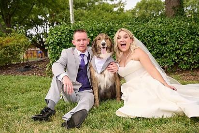 No último domingo, 29 de agosto, casei-me com meu melhor amigo e meu lindo cão estava envolvido com as fotos, comentou a internauta.