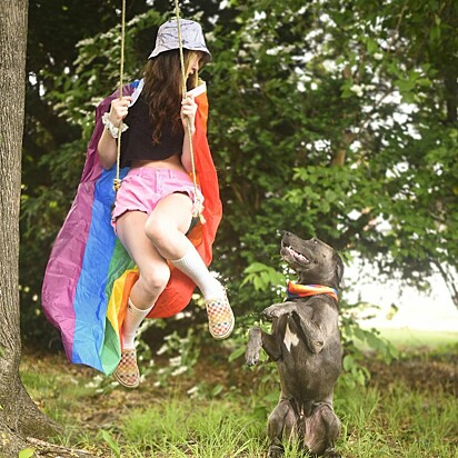 Haley Deecken com o seu cão, Dunkin.