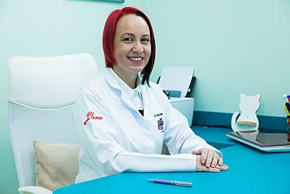 A médica veterinária especializada em felinos, Vanessa Zimbres.